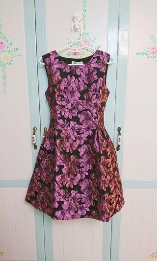 全新硬挺緞面花禮服/洋裝