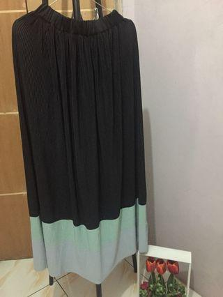 Pleated Skirt, rok hitam