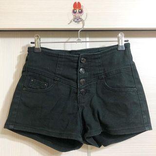 四釦高腰短褲 (黑)