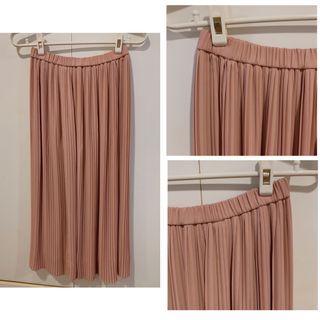 290元🉐️UNIQLO 細百褶裙 長裙 婚禮穿搭 典雅柔和的玫瑰粉 #五折清衣櫃