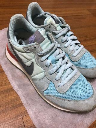 Nike慢跑運動布鞋