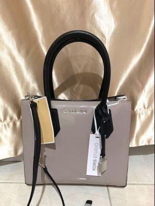 Michael Kors MD Messenger Leather