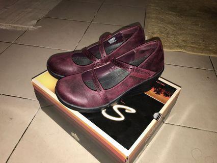 Nice Skechers working women shoes