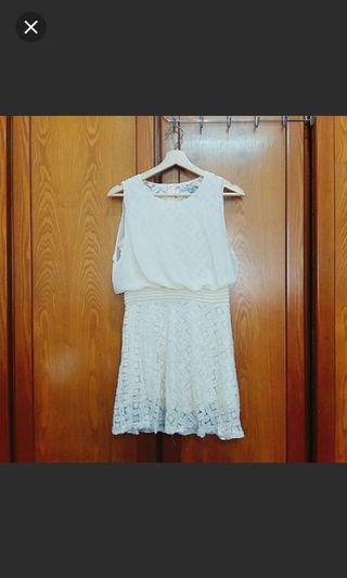 米色蕾絲洋裝