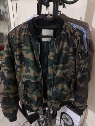 Pull&bear camo jacket bomber women