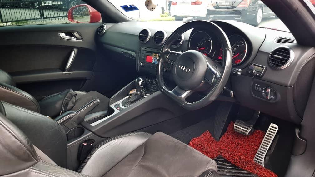 AUDI TT 2.0 with R8 bodykit
