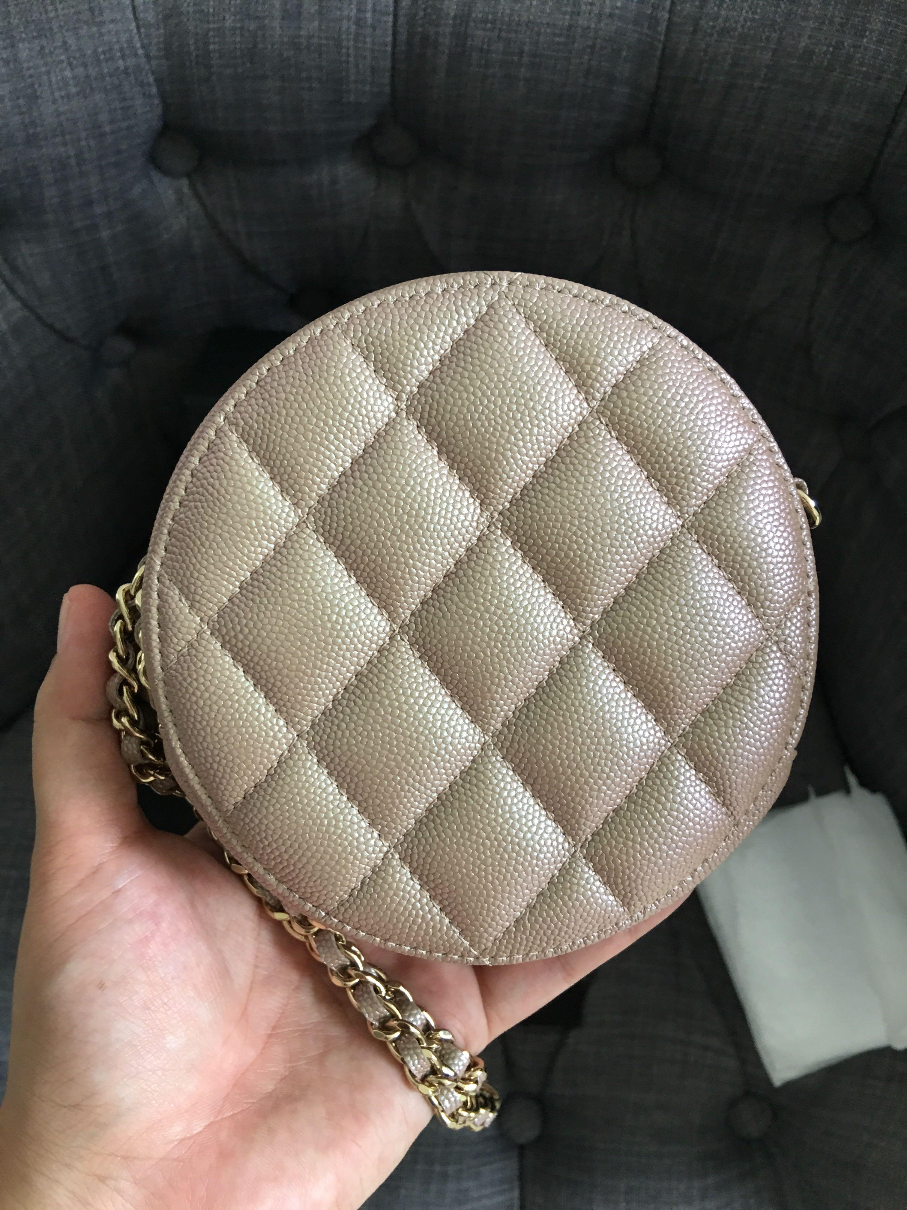Authentic Round clutch in the famous beige Pearly CC