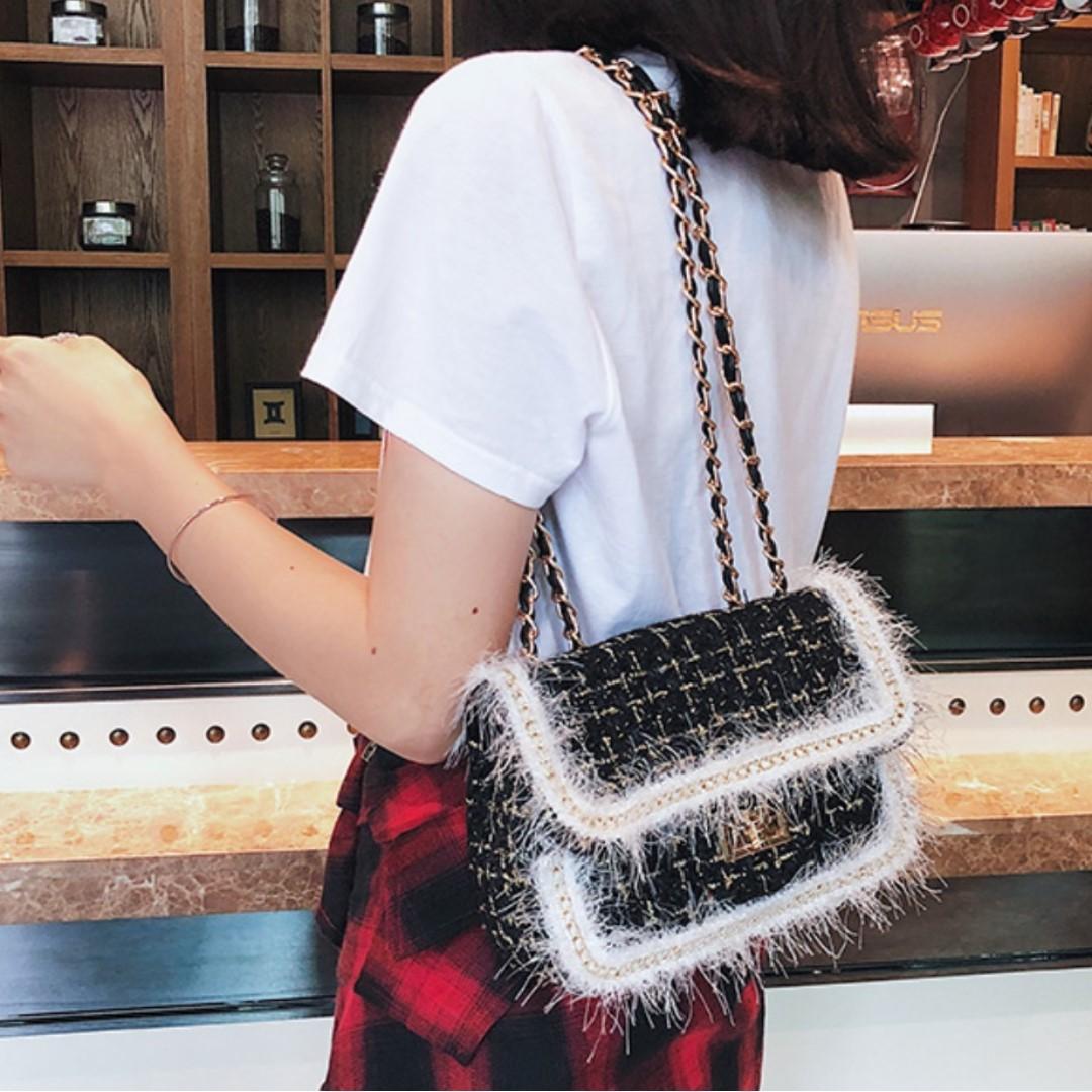 BN Tweed Fur Micro slingbag