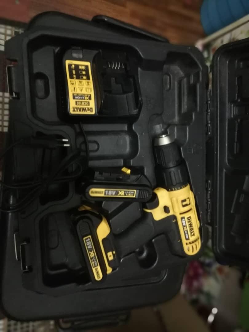 DEWALT Cordless Drill Hammer 18v 1.3AH  DCD776C2A