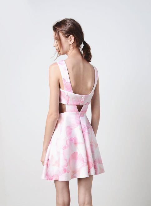 (M) AWD Quin Cut Out Sides Dress (Blush Floral)