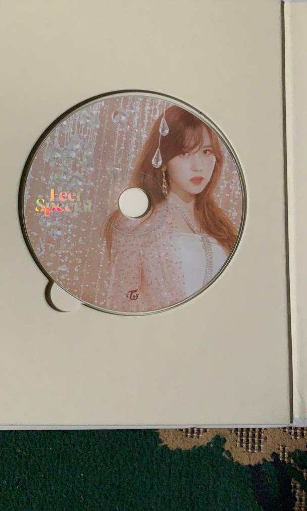 """[WTT] Twice """"feel special"""" lyrics book , CD and photocard"""
