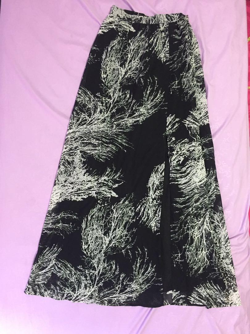 (XS) Love Bonito Quenby Printed Maxi Skirt in Black
