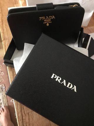 Prada wallet ( Authentic )