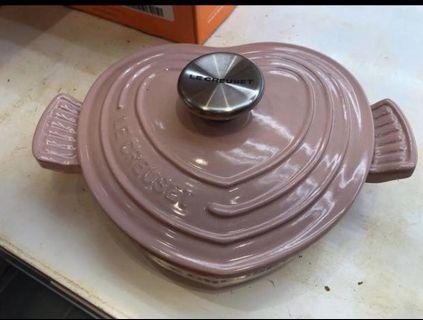 Le creuset buffet heart shape (chiffon pink)