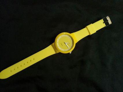 Jam tanfan kuning import.