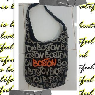 Tas Selempang Boston