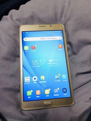 Samsung Tab J. Can use SIM card. Gold one