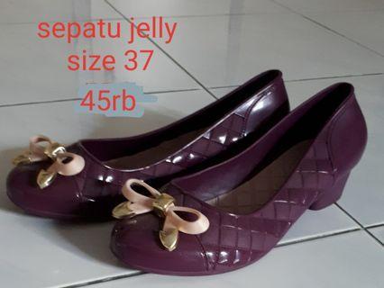 Sepatu jelly