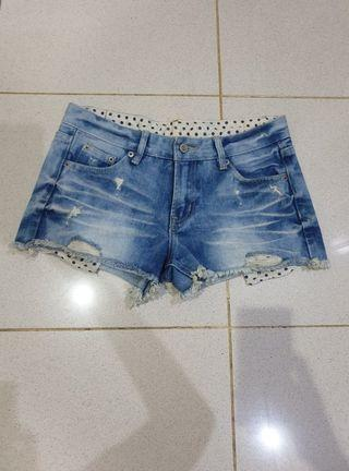 RIPPED SHORT BLUE JEANS