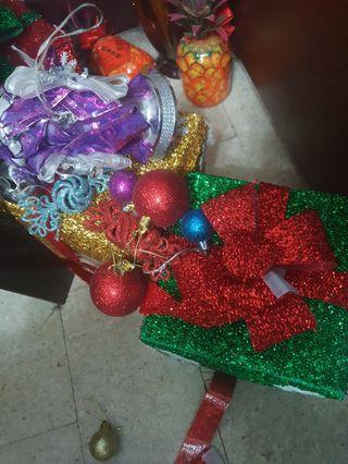 聖誕樹裝飾:禮物包,鈴鐺,糖果等~