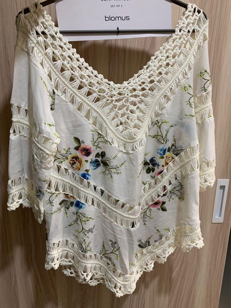 花色渡假蕾絲簍空罩衫 #五折清衣櫃