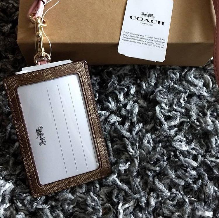 現貨❗️Coach card holder with lanyard 頸掛繩卡套