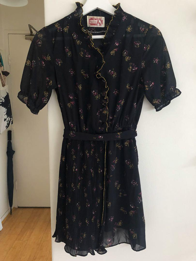 Japanese vintage navy floral pleated kimono dress. Size 8