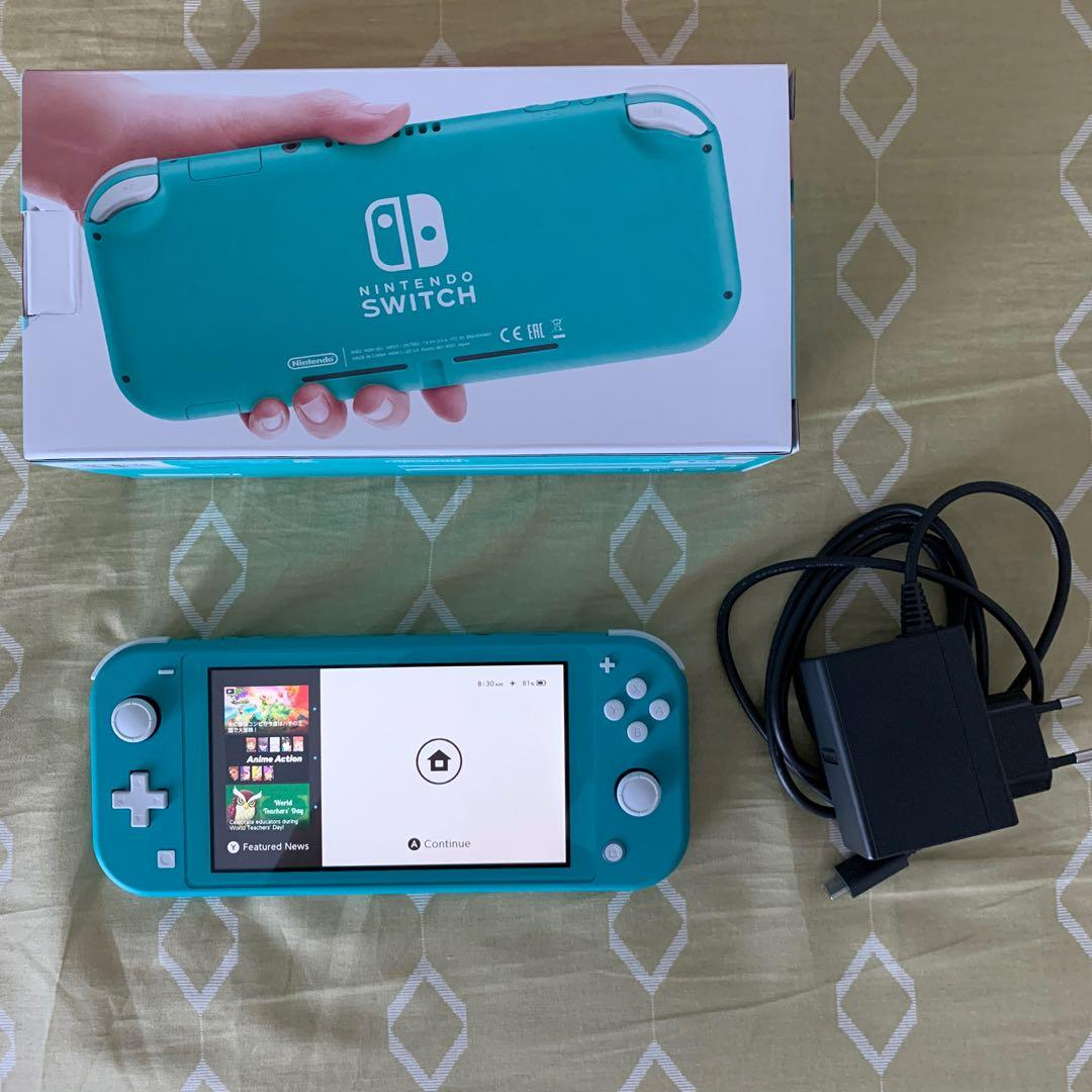 Nintendo Switch Lite with game