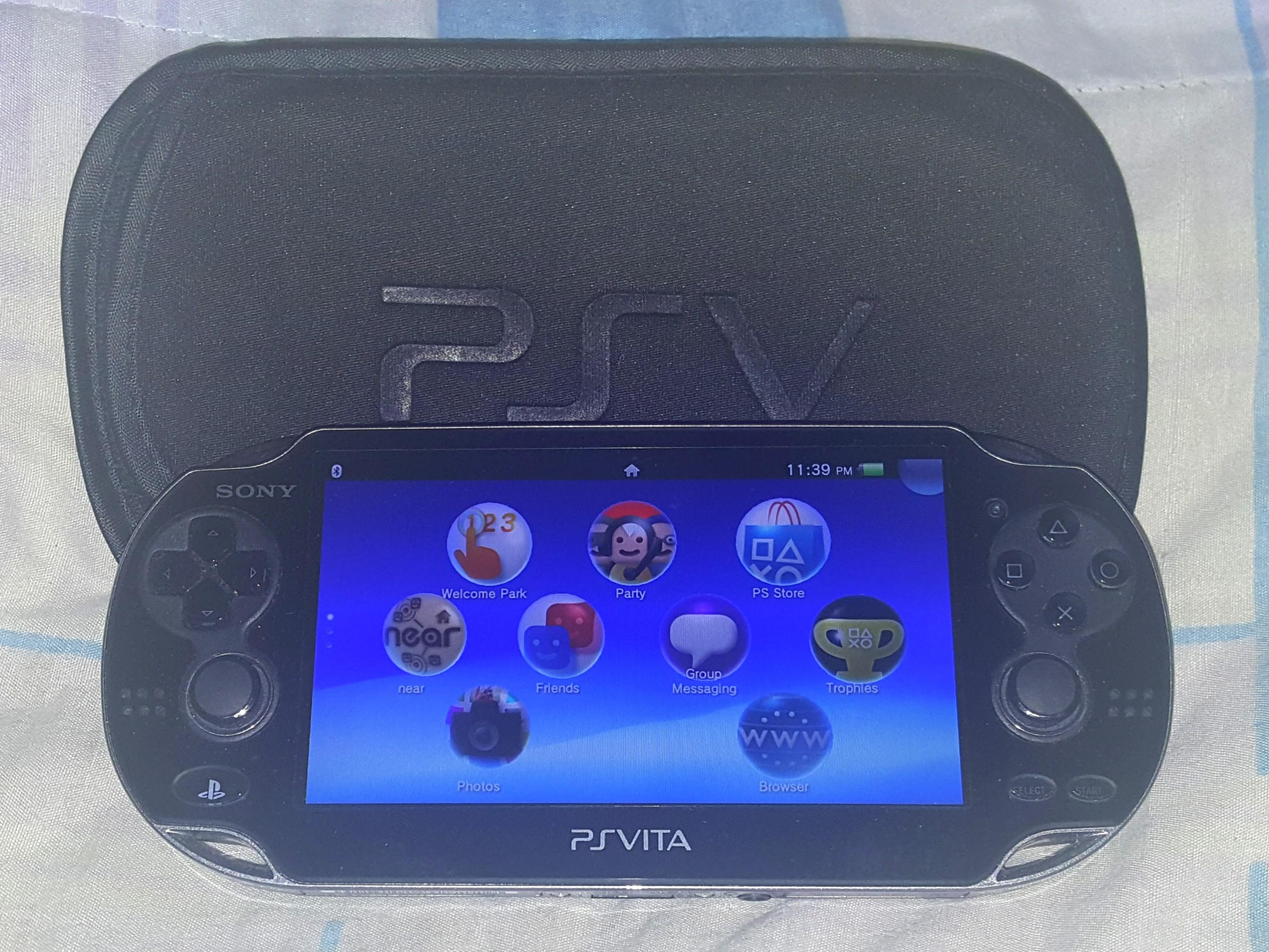 Ps Vita, 1006 Model. No Have Charger!.  Have 4gb sd card inside, and 3 ps vita games installed in the Vita & Cover. 100% Work Ps Vita!