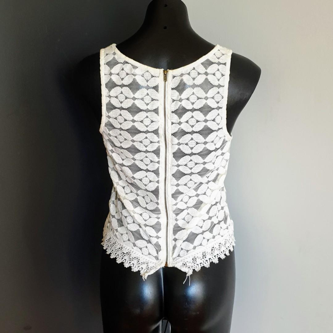 Women's size XS 'DOTTI' Gorgeous ivory lace top exposed zip - AS NEW