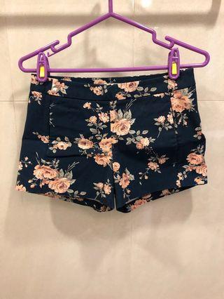 玫瑰花樣秀氣短褲