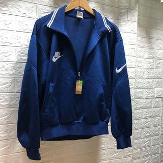 邊緣人·Xl號肩54日本製NIKE 翻領深藍色運動外套 看細圖拉鍊頭🏝藍19