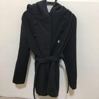 灰色保暖大衣