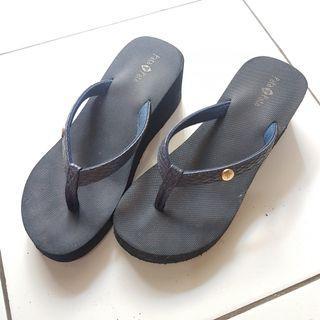 Preloved Sandal Wanita warna Navy size 39