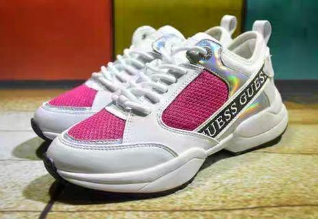 只剩1雙需訂購 🎶正版 🎌日本帶回 日系 GUESS 粉色x白色 低筒 老爹鞋 休閒鞋 運動鞋 潮流 復古 街頭