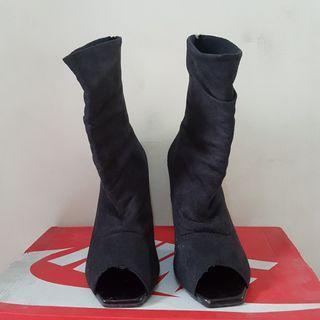 Sepatu Boots Hitam Wanita size 39
