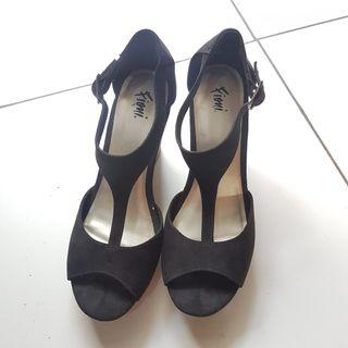 Preloved Sepatu Wedges Black Suede size 38