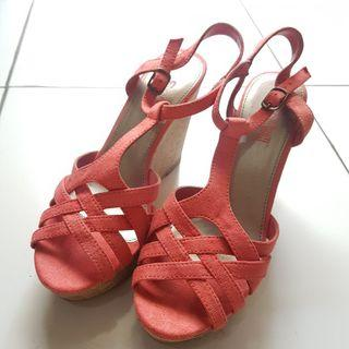 Preloved Sepatu Wedges Peach Suede size 39