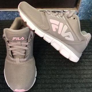 FILA休閒鞋