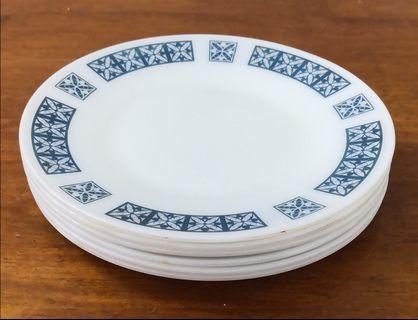 Pyrex dinner plate 6