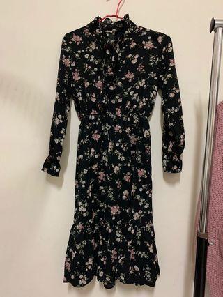 黑色碎花洋裝