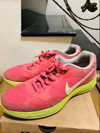 Nike lunar 慢跑鞋