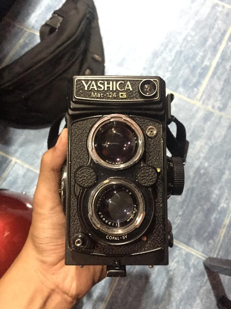 Antique Camera Yashica mat 124G
