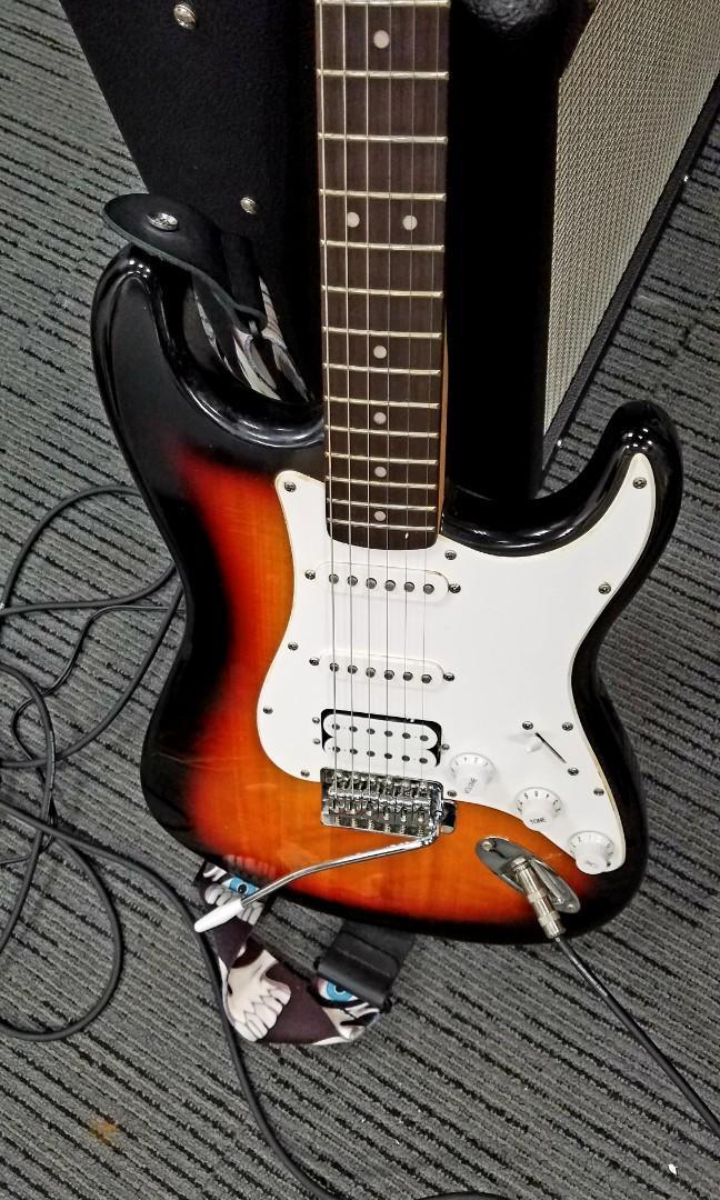 Squier Stratocaster HSS Sunburst