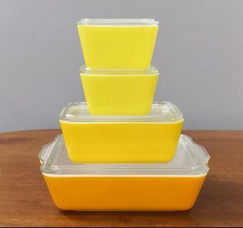 Pyrex daisy refrigerator bowl set