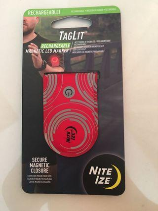 Magnetic led marker cocok buat night runner. Tag lit