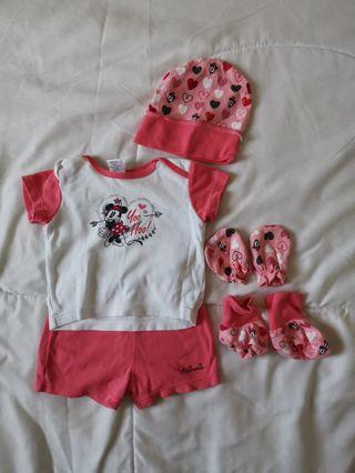 Baby girl t-shirt and shorts set with mittens and booties