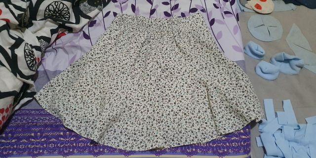 超美白色小碎花短裙