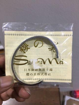 Bracelet with diamond stud