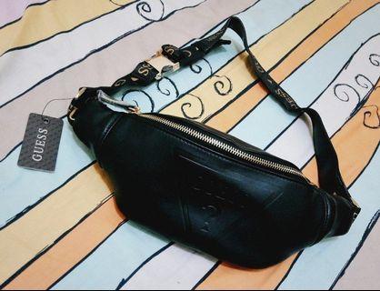 📢現貨3件週末9折🎏 正版 JP 日本帶回 GUESS 珠光 黑色 皮革 腰包 斜背包 側背包 小包 街頭 復古 潮流 歐美